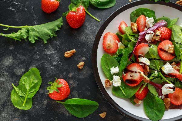 Υπέροχη σαλάτα με σπανάκι και φρούτα | imommy.gr