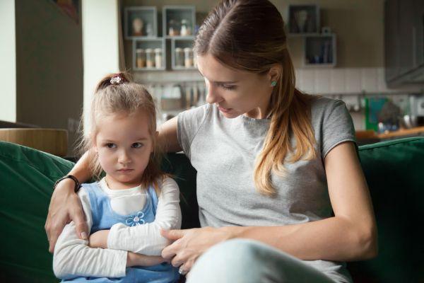 Λέξεις που δεν πρέπει να χρησιμοποιούμε όταν μιλάμε στο παιδί   imommy.gr
