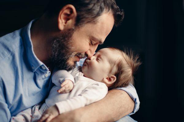 Πώς επηρεάζει την υγεία του μωρού η ηλικία του πατέρα | imommy.gr