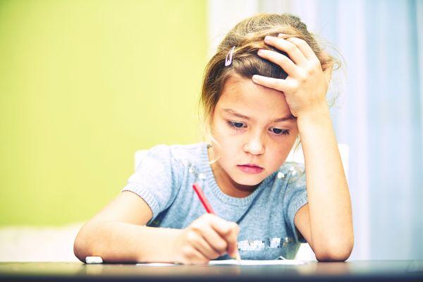 Κακές σχολικές επιδόσεις: Πότε είναι σύμπτωμα κάποιου προβλήματος υγείας; | imommy.gr