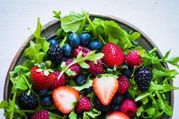 Σαλάτα με φρούτα του δάσους | imommy.gr