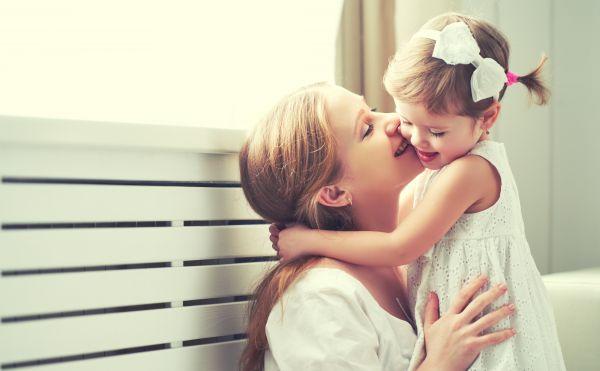 Αγάπη άνευ όρων: Λάθη που κάνουμε στην προσπάθειά μας να γίνουμε οι τέλειοι γονείς   imommy.gr
