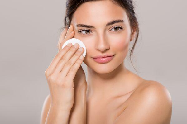Λαμπερό μακιγιάζ για το πρόσωπο από την Έμιλι ΝτιΝτονάτο | imommy.gr