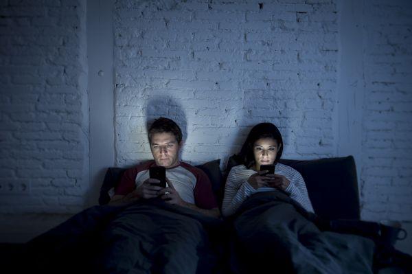 Μειωμένη λίμπιντο: Μήπως φταίει το smartphone; | imommy.gr