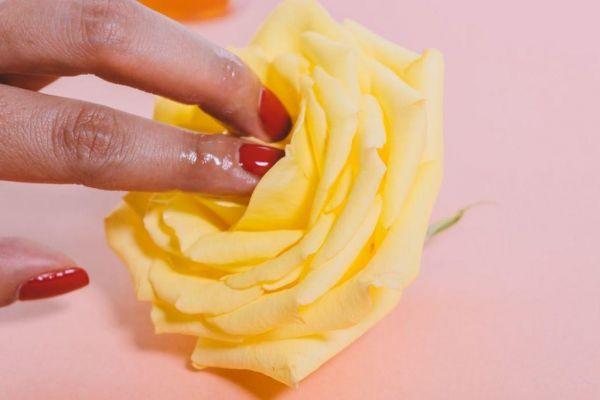 Τι ερωτικό βοήθημα να της πάρεις ανάλογα το ζώδιο της | imommy.gr