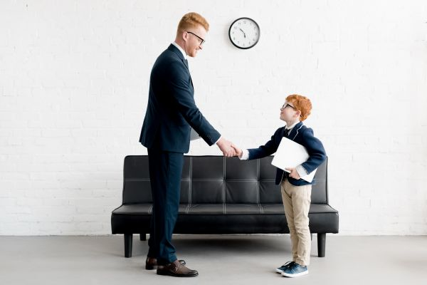 Πέντε τρικ για να μάθετε στο παιδί σας καλούς τρόπους | imommy.gr