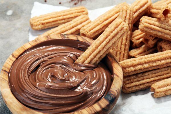 Τραγανιστά churros με σοκολάτα | imommy.gr