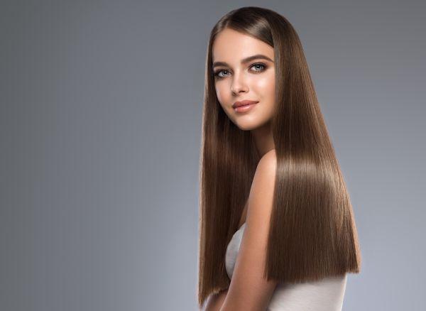 Αποκτήστε ίσια και λαμπερά μαλλιά σε 5 βήματα | imommy.gr