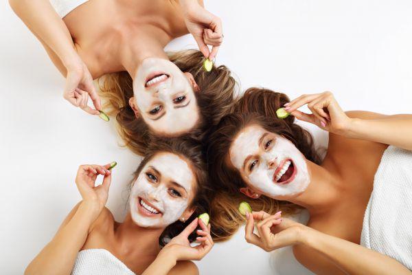 Φτιάξτε τη δική σας μάσκα αντιγήρανσης με γιαούρτι | imommy.gr
