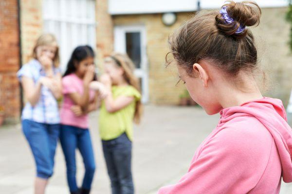 Πίεση από τους συμμαθητές; Έτσι θα την ξεπεράσει | imommy.gr