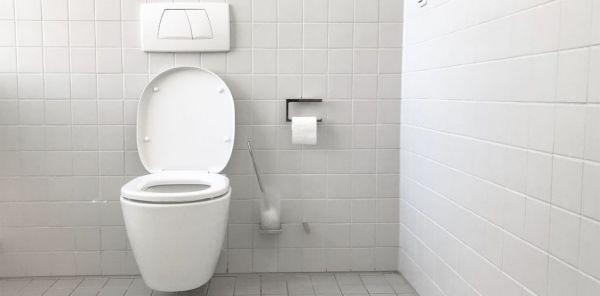 Δημόσιες τουαλέτες : Πώς πρέπει να καθόμαστε για να διασφαλίσουμε την υγεία μας | imommy.gr