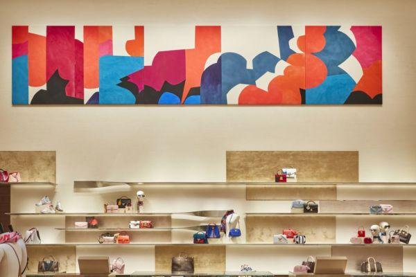 Το καλλιτεχνικό άγγιγμα της Σάρα Κράουνερ στο νέο κατάστημα της Louis Vuitton | imommy.gr