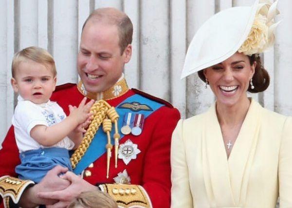 Πρίγκιπας Λούις : H viral βόλτα με την προσωπική του Μαίρη Πόπινς | imommy.gr