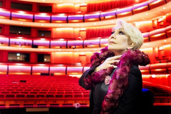 Μαρινέλλα: «Στη σκηνή δεν περπατάω, αιωρούμαι»   imommy.gr