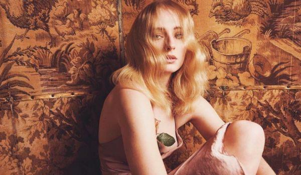 H εντυπωσιακή εμφάνιση της Sophie Turner στα Grammys | imommy.gr