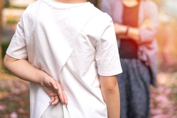 Πώς να μιλήσετε στον έφηβο για τα ψέματα | imommy.gr