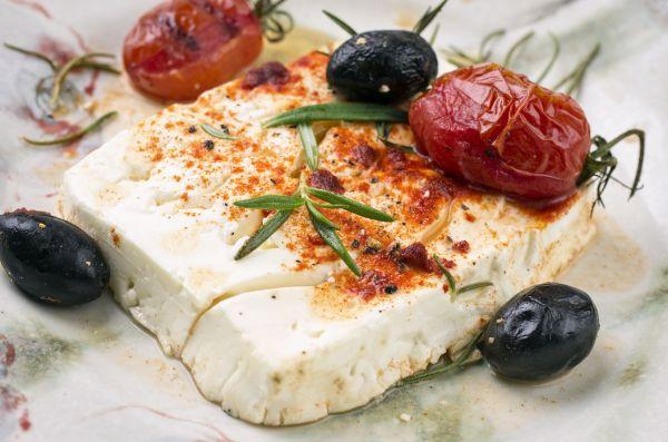 Ψητή φέτα με πικάντικη σάλτσα ντομάτας | imommy.gr