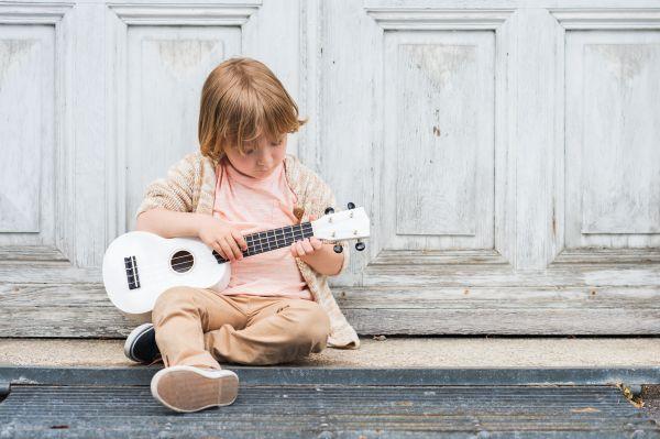 Πώς ωφελούν τα παιδιά τα μαθήματα μουσικής; | imommy.gr
