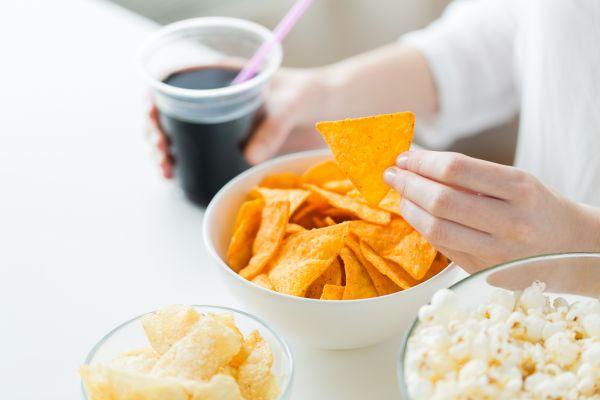 Ο απρόσμενος παράγοντας που μας ωθεί στο πρόχειρο φαγητό | imommy.gr