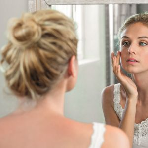 Ρετινόλη: Το θαυματουργό συστατικό που θα μεταμορφώσει το δέρμα σας