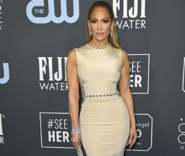 Jennifer Lopez: Μαγνητίζει τα βλέμματα στην νέα της συνεργασία | imommy.gr