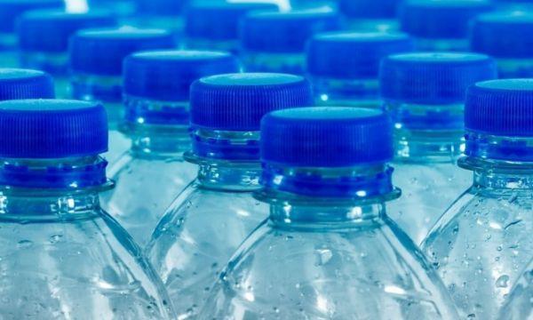 Δείτε γιατί κάνει καλό να πίνετε νερό με άδειο στομάχι   imommy.gr