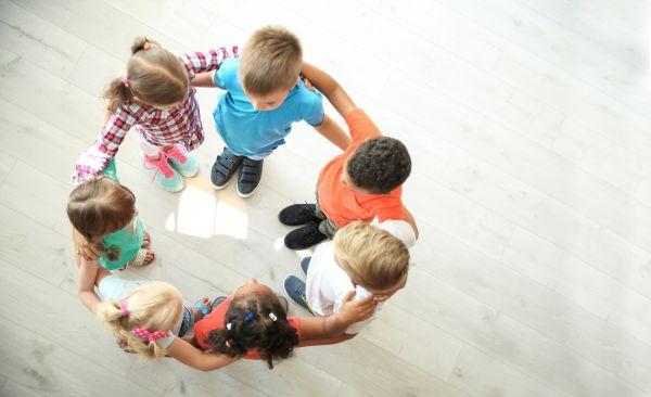 Βοηθώντας το παιδί να εξελίξει τις κοινωνικές του δεξιότητες   imommy.gr