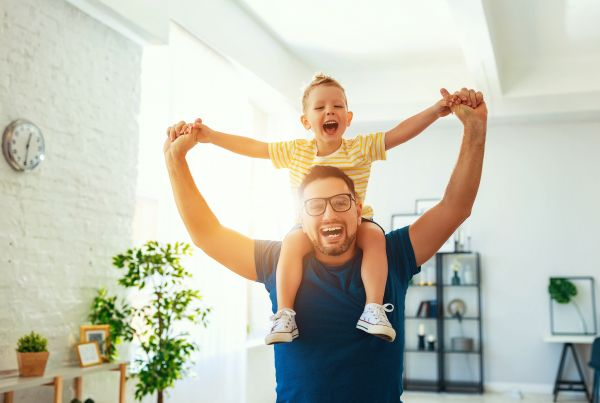 Πώς ενισχύουν οι μπαμπάδες την αυτοπεποίθηση των παιδιών; | imommy.gr