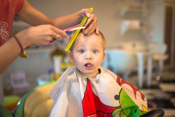 Οι απολαυστικές αντιδράσεις μωρών που κουρεύονται για πρώτη φορά | imommy.gr