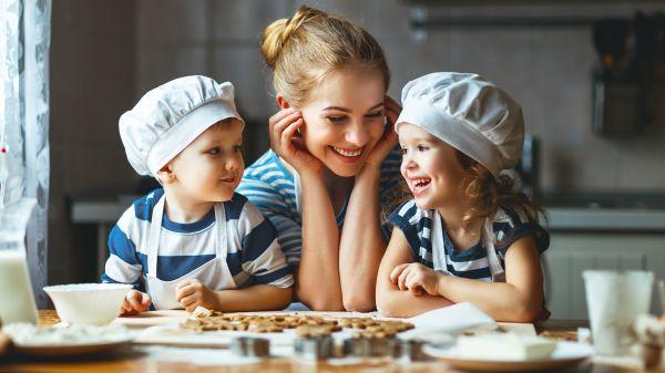 Διασκεδάστε μαγειρεύοντας μαζί με τα παιδιά | imommy.gr