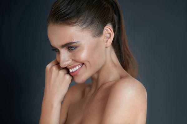 Πώς θα πετύχετε ένα λαμπερό μακιγιάζ χωρίς foundation | imommy.gr