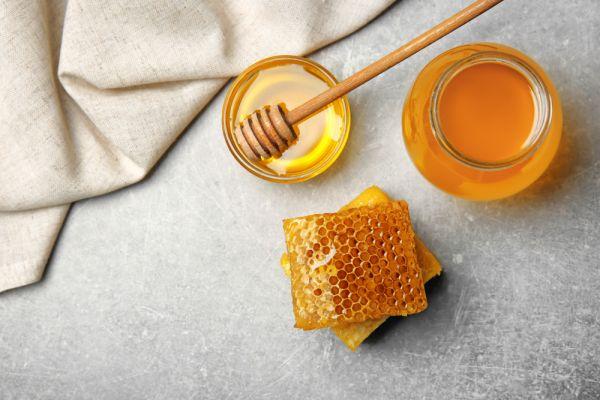Πέντε τρόποι να εντάξετε το μέλι στη ρουτίνα ομορφιάς σας | imommy.gr