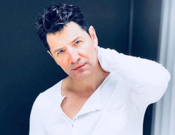 Σάκης Ρουβάς: Μιλάει για την απώλεια της γιαγιάς του και συγκινείται | imommy.gr