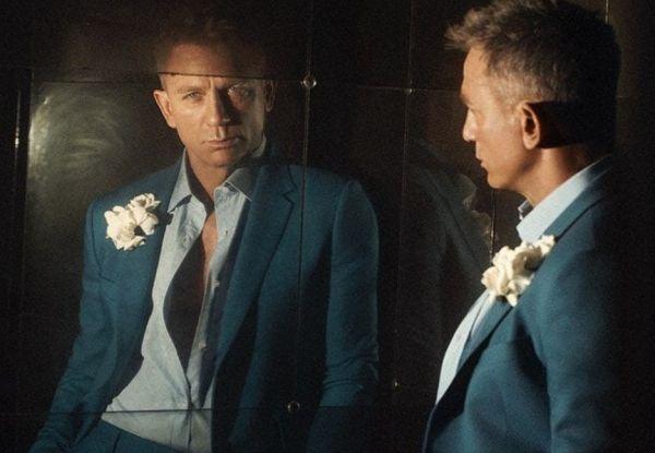 Ντάνιελ Κρεγκ : Ποζάρει ημίγυμνος και κρεμάει το κοστούμι του Τζέιμς Μποντ | imommy.gr
