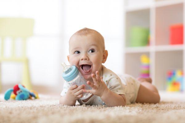 Πόσο συχνά πρέπει να ταΐζω το μωρό; | imommy.gr