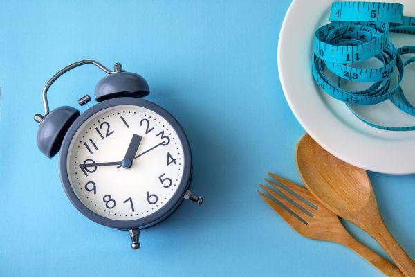 Διαλειμματική νηστεία: Όσα πρέπει να ξέρετε για την αγαπημένη δίαιτα των celebrities | imommy.gr