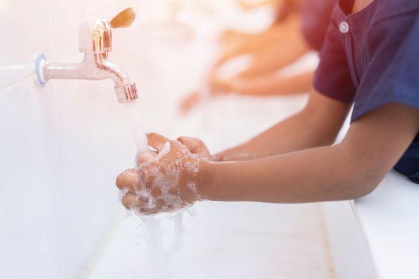 Μαθαίνουμε στα παιδιά γιατί είναι σημαντικό να πλένουμε τα χέρια | imommy.gr