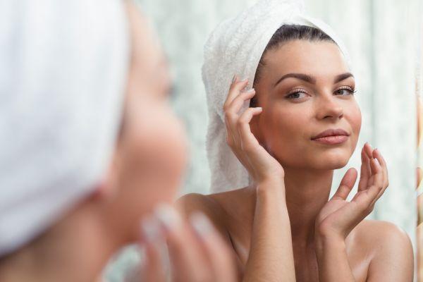Φυσικοί τρόποι να σβήσουμε χρόνια από το πρόσωπό μας | imommy.gr