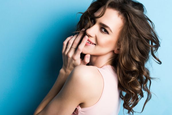 Πέντε tips που θα σας χαρίσουν λαμπερά και υγιή μαλλιά | imommy.gr