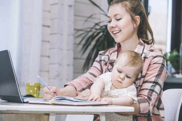 Δουλεύοντας από το σπίτι… μαζί με τα παιδιά | imommy.gr