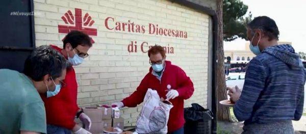 Δραματικές εικόνες στην Ιταλία – Ουρές σε συσσίτια λόγω κοροναϊού   imommy.gr