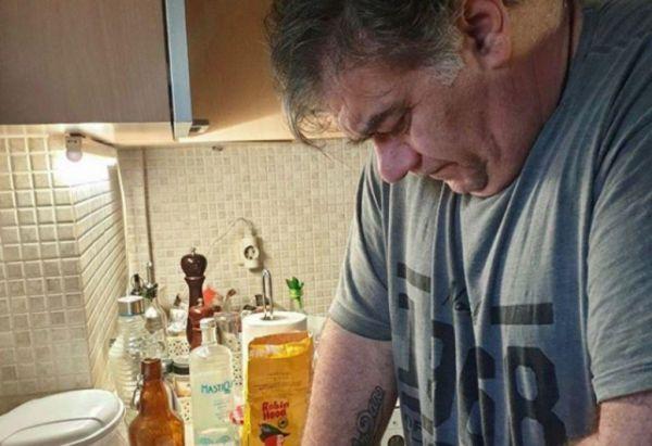 Δημήτρης Σταρόβας: Έφτιαξε την πιο εύκολη χορτόπιτα στο τηγάνι | imommy.gr