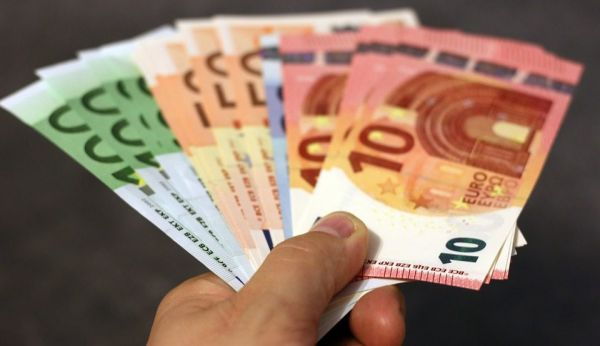 Κοροναϊός : Ποιο είναι το χρονικό διάστημα που μπορεί να επιβιώσει πάνω στα χαρτονομίσματα | imommy.gr