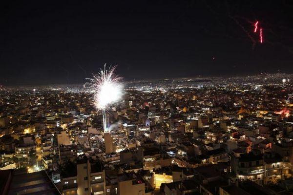 Η Αθήνα γιόρτασε με πυροτεχνήματα την Ανάσταση | imommy.gr