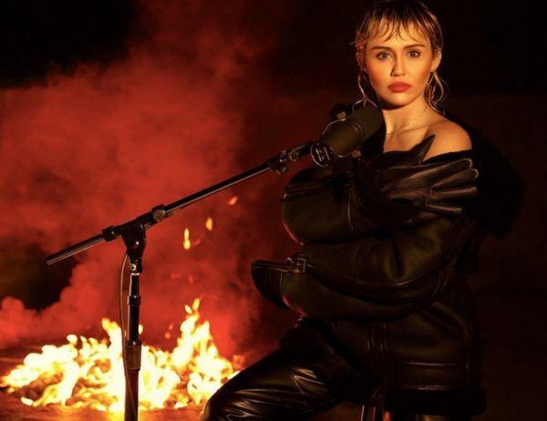 Μάιλι Σάιρους : Τραγουδά Pink Floyd στο soundtrack της καραντίνας | imommy.gr