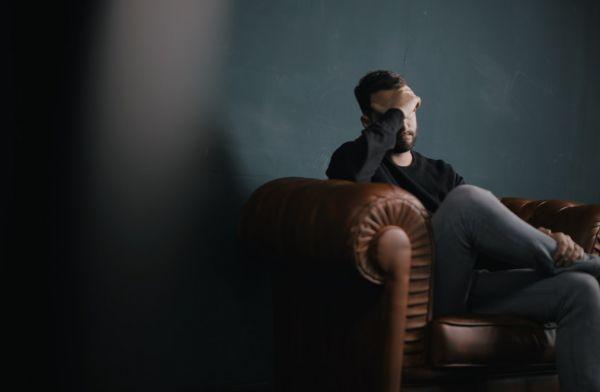 Αρνητικές σκέψεις: Πώς μπορώ να σταματήσω να βασανίζω τον εαυτό μου; | imommy.gr