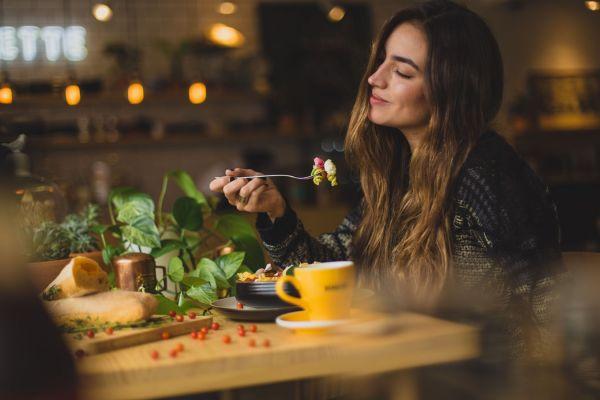 Γιατί αισθάνομαι ότι πεινάω συνέχεια; | imommy.gr