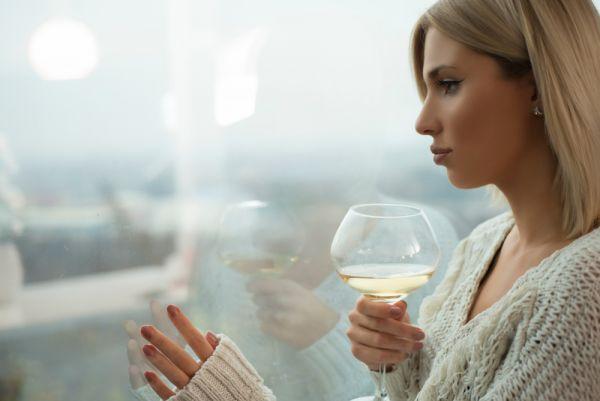 Γιατί πρέπει να αποφεύγετε το αλκοόλ στην καραντίνα | imommy.gr