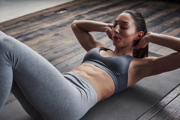 Με αυτές τις ασκήσεις θα γυμνάσετε τους κοιλιακούς σας στο σπίτι | imommy.gr