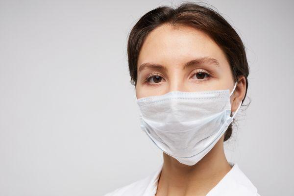 ΠΟΥ : Έτσι θα φτιάξετε τη δική σας μάσκα από υφάσματα που έχετε στο σπίτι | imommy.gr